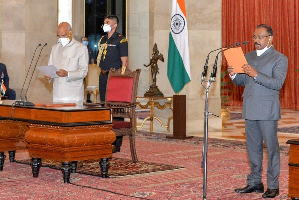 Murmu takes charge of CAG - Oath of office taken in the presence of PM Modi